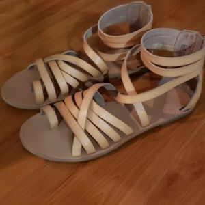 MOSSIMO GLADIATOR SANDALS NEARLY NEW sz 8.5